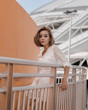 Crispy clean w @lovengold_ 💛 the secret to great style is feeling good in what you wear 💯 . . . #lovengold #clozette #ootd #sgootd #fashiongram #whiteplaysuit #lookbook #fashionblogger #moodyports #portraitpage #portrait #sgportraits #sgblogshop #onlineshopping #asiangirls #girlsgirlsgirls #findyourself
