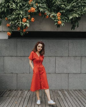 Putting an end to all my wardrobe indecision with this midi by @lechicsg 🍒 . . . #lechicsg #clozette #sgootd #ootd #sgblogshop #onlineshopping #girlsgirlsgirls #portraitsquad #lookbook #mididresses #portraitphotography #fashiongram #ootdfashion