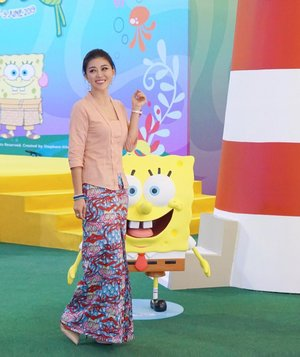 Feel That Vibes! 💛 . Hey any SpongeBob SquarePants & Patrick Star fans here? Cebebrate SpongeBob SquarePants' 20th Anniversary and Seronoknya Raya at @paradigmpj 💥 . There are plenty of exciting activities, the famous under-the-sea pineapple, plus the enormous inflatable SpongeBob standing 11 metres height and 6 metres width Malaysian Book of Records for the biggest inflatable cartoon character from now till 9 June 2019. 💥 . You can also meet and take photos with SpongeBob SquarePants & Patrick Star at Paradigm Mall PJ on 25th & 26th May at 1pm, 3pm and 5pm. Have a wonderful weekend! 😘 . Wearing kebaya & sarong from @naladesigns . . #paradigmpj #naladesign #raya2019 #wemaketheworldbeautiful #wiw #spongebob #instastyle #ootd #clozette #liketkit #kellyootd