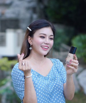 Give Me A Heart! ❤️ . Tadah!!! Here's my luminous every day kinda makeup look with the new Ink Lasting Foundation Glow Fit. What do you think, do you like it? ✨ . Heart this new buildable, lightweight, medium coverage, all day comfort and lasting liquid foundation that's suitable for all skin types. And of course it gives a natural glowing effect. Currently I m wearing shade ~  N201, review coming up soon ya 💋 . . #InkLastingGlow #thefaceshop #thefaceshopmalaysia #kbeauty #instabeauty #clozette #kellybeauty