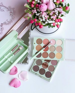 Pink Lustre! 💕 . So much loooove for these pigmented & rich color payoff PiXi Eye Reflection Shadow Palette ~ Reflex Light (top) & Natural Beauty (bottom). Blendable texture and long wearing from creamy glow shades, 3D metallics, to matte transition hues, @pixibeauty 😘 . . #PixiLove #PixiPerfect #PixiBeauty #PixiByPetra #bblogger #instabeauty #clozette #kellybeauty