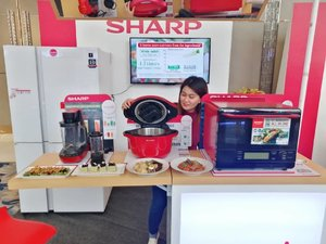 Ready to cook something healthy and delicious with @sharp.ph 😍  #SharpBetterSolutions . . . . . . . . . . #instagood #instatech #instadaily #instapic #vsco #vscoph #vscogram #manilablogger #bloggerph #mobilephotography #manilagram #home #television #techie #Clozette #kitchen #homecleaning #homesweethome #homecleaninghacks #housewife #housewifelife #SharpPH #cooking