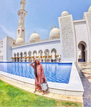 Went to Abu Dhabi to visit the Grand Mosque for the 5th time 😅 but yesterdays visit was very different, so much things have changed! The Usual Parking where we go is not available anymore, everyone has to go to the underground parking where the new main entrance is located and you have to go walk through a shopping mall. Few shops are already open, then you have to follow the signs to the Grand Mosque, you have to queue and fill up the form via a small screen asking for some information. Then you have to hold on to that ticket as every entrance you go through, guards will scan it. Then you'll have to change to a proper outfit like im wearing if you're not covered enough to enter, it is free. Now the long walk will start, kinda like the walk from the metro to dubai mall so Goodluck if you're wearing high heels. More changes once you reach the Main Grand Mosque, if you wanna know more about it, pls. Head over to my blog for more info💋 ⠀⠀⠀⠀⠀⠀⠀⠀⠀⠀⠀⠀ ❤️ Wearing @sensolatino_sunglasses -Full unboxing video is up on my youtube channels Jane Fashion Travels ⠀⠀⠀⠀⠀⠀⠀⠀⠀⠀⠀⠀ ⠀⠀⠀⠀ 📍Sheik Zayed Grand Mosque Abu Dhabi 📌Also, New Blog and Video is up guys! ❤️Click the Link on my Bio here: @tauyanm ⠀⠀⠀⠀⠀⠀⠀⠀⠀⠀⠀⠀ 📌Don't forget to watch my instagram Highlights too! 😉 ⠀⠀⠀⠀⠀⠀⠀⠀⠀⠀⠀⠀ 📌You can watch all my Videos - Travel Vlogs on my youtube channel Link on my Bio click here 👉🏽 @tauyanm or search > jane fashion travels < on youtube ⠀⠀⠀⠀⠀⠀⠀⠀⠀⠀⠀⠀ 💞will return all the LIKEs/COMMENTs💞 #girlsvsglobe #thetravelwomen #girlsjustwannatravel #dubaiphoto #girlsborntotravel #ladiesgoneglobal #sheisnotlost #shetravels #travelgirldiary #femmetravel #darlingescapes #wearetravelgirls #girlslovetravel #filipinoblogger #girlsthatwander #womentravel #passionpassport #dubaiinstagram #discoverunder15k #janefashiontravels #wearetravelgirls #girlswhotravel #grandmosqueabudhabi #girlswhowander #dubaibloggers  #igersdubai #dubaifoodbloggers #clozette