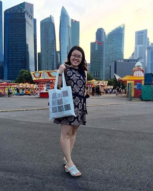 Found a great spot for #ootd ! Uncle Ringo's carnival in the midst of the business district . Finally clear the dresses @janescence passed me and this is one of the nicest ! Thanks ! Heading to #ilightmarinabay now ! Photo credit @meryllpy #thankyou #chewyjas #chewyjasootd #20thMar16 #clozette #happysunday