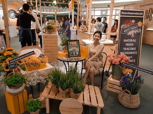Enjoyed myself at L'OCCITANE's Beauty Market at MidValley SouthKey Johor Bahru! Get to touch, see and smell all-natural ingredients products from L'OCCITANE at this beauty market! Get beauty samples as you experience the products! Happening from today until this Sunday 15 September! . . . . . #loccitanebeautymarket  #loccitanemalaysia  #experienceloccitane . . #instadaily #ootd #sherootd #fashionstyle #fashiondiaries #fashiongram #fashionshot #stylediaries #clozette #asian #asiangirls #asianbabe #asianfashion #ig_malaysia #igsg #ootdmagazine #everydaystyle #fashionigers #wearitloveit #aboutalook #whowhatwear #wlyg #beautycare