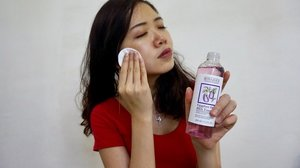The Eggplant daily BHA toner from @bonajour_official consists of 84% of eggplant extract and it washed away impurities, dead skin cells and excess sebum!  It is soothing to the skin and preps your skin for the remaining steps of your skincare routine.  Not only refreshing, it calms your skin down when you apply daily  Get it here: http://hicharis.net/sherlynshuxian/eLG . . . . . @charis_celeb  #CharisCeleb #Charis #beautyblogger #beautyaddict #beautytrend #instabeauty #clozette  #beautygram #beautyjunkie  #beautyflatlay #beautyreview #ig_malaysia #bblogger #skincareroutine  #igbeauty #beautyhub #igmy #asianbeauty #asianbabe #asiangirl #beautycare #kbeautyaddict #kbeauty #koreanbeauty #beautywithanedge #beautyhaul