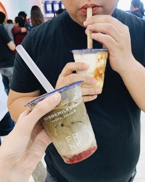 tried @frnkmilkbar and quite frankly, it's all sorts of awesome! got the midnight ichigo for myself, which has hand-whisked houjicha with homemade strawberry jam. feyoncé got the cereal miruku; the drink is made with foamy milk, brown sugar syrup, and crushed cereal cookies. the ingredients that they use are from japan, so expect quality to be really naisu! ✨ #frnklylowcalorie #frnkmilkbar
