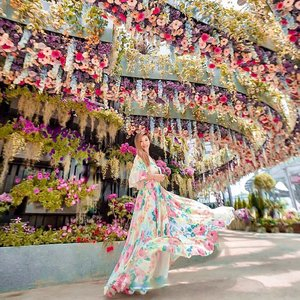 Enchanted✨ Floral fantasy. @gardensbythebay  Official grand opening on 14 April. 🌸 Get your cameras ready! . . . . 📸: @lkzx | @lklenswork .  #gardensbythebay #floralfantasy #visitsingapore #lecinlurve #clozette #sgmum #sgmummy #sgmummyblogger #sgmummies #sgmom #sgmoms #sgmombloggers