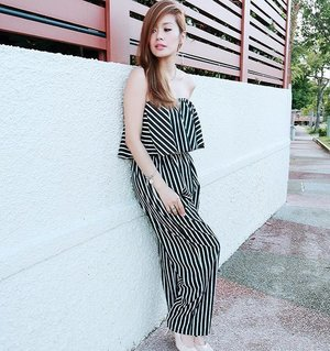 Latergram clad in an all striped pantsuit c/o @vintagewknd at 18weeks preggy. ✌️more days to yet another fabulouz weekend. Hang in there, loves! 💋 #cinlurvepreggydiary #clozette