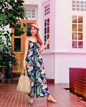 Going Parisian chic in Singapore can't be more apt with a tropical print jumpsuit c/o @joopboutique.