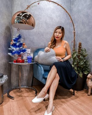 [ ❄️ CLATUU  FAT FREEZE ❄️ ]  No CNY preparation is complete without a body sculpting treatment! Thanks to the team at @gangnamlaserclinic - I was introduced to the newest technology, their Clatuu Alpha which uses a 360 degree cooling method to induce crylipolysis to allow more efficient breakdown of fat deposits via the body's natural metabolism! Always helps to get a little extra help especially when most of us work in a desk bound office environment!  The treatment is safe and non-invasive & during the whole process it was totally painless though slight discomfort was expected. It can be used on the abdomen, double chin, thighs, arms, love handles etc, feel free to consult the doctor or drop the clinic an enquiry for more information!  Each session costs $238 & I'm sure you'll be able to feel a difference after 4-6 weeks. I kept up my exercise regime of 3 times a week and was pretty satisfied with the results, hence I felt it is worth sharing it with y'all! I'll probably drop by for a session on my thighs and if I do, I'll definitely share the results 💕💕 Swipe for more visuals & a comparison of the before & after photo!  #Clatuu #Clatuu360  #GangnamLaser #GangnamLaserSG #GangnamLaserClinic #Clozette