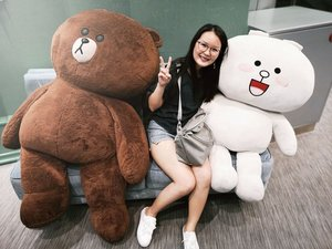 This is nt the most flattering shot of me.. But hey I'm still the slimmest when placed in between Brown & Cony 😜 . . . #Aldoraty #Clozette