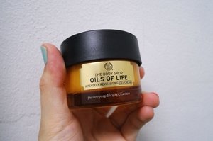 The Body Shop recently launched their new collection - Oils of Life™ which is infused with Black Cumin Seed Oil from Egypt, Rosehip Seed Oil from Chile and Camellia Seed Oil from China which are known for their supreme revitalising and repairing properties on skin. #thebodyshop #oilsoflife