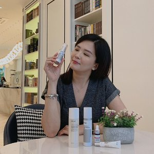 @drwu_my Glutalight Whitening System || Had the opportunity to learn more about Dr Wu's new range of products - Glutalight Whitening range. 😊 . This range consists of Glutathione, the star ingredient which is commonly used in skin lightening supplement and for whitening injections. With Glutalight Whitening System,  you can achieve fairer skin that is more radiant, moisturised, supple and resilient. 👍🏻 .  Best part is that this range does NOT contain any photosensitive ingredients or alcohol which is gentle enough for sensitive and post-treatment skin. It is also suitable to be used day and night. 😱 .  This Glutalight Whitening range can also perform 5 different functions in just one bottle simultaneously - brightens skin tone, whitens, creates an in-depth anti pigmentation, evens out skin tone and hydrates the skin as well 🥰 . FYI, this Glutalight Whitening System is now available in @watsonsmy. Remember to stay tuned to my review on Glutalight Whitening range and Daily Renewal Serum with Mandelic Acid in my next post. 😊 .  #drwumy #glutalight #janiceyxbeauty #drwuskincare #drwumalaysia #beauty