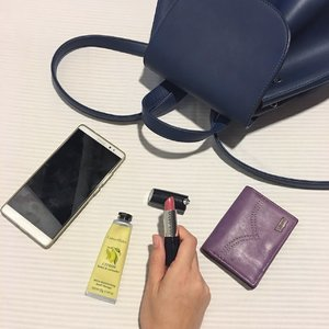 A must-have items in my @sometime_byasiandesigners bag - phone, wallet from @levismy, hand cream from @crabtreeevelynmy and not forgetting my current favourite lipstick from @marykaymysg. ❤️ Oh ya, have you checked out my latest blog post on Mary Kay Gel Semi-Matte lipstick? Link is on my profile. 😊 #marykay #mkdreambeautiful #marykaymysg #clozette #beautyblogger
