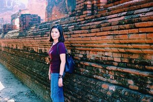 My short vacation with my family. ❤️ Booked a day tour at Ayutthaya with @klookmy and we visited this famous temple in Ayutthaya, Wat Mahathat. One of the temple's most photographed objects is the head of a stone Buddha image entwined in the roots of a tree. 🙂 . Thank you @missjamieyeap for this shot 😘 . P/s: No shorts for women are allowed upon entering this temple. Also no sleeveless outfit in this trip because I do not want to get sunburn from this hot weather. 😝 . #janiceytravels #janiceyinbkk #janiceyinayutthaya #janiceyinthailand #klookmy #klook #portraitphotography #ayutthaya #watmahathat @tourismthailandkl