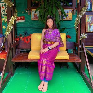A little #throwback on my trip to Bangkok and Ayutthaya when I had the chance to try out the Thai traditional costume, Chut Thai. 😊 What do you think? 😉 . #janiceyinbkk #janiceytravels #janiceyinayutthaya #tourismthailand #chutthai #wanderlust #travelphotography