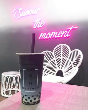 @themoment.my - new bubble milk tea in town. ❤️ You guys should try their signature Ombré Milk series - The Moment. 😊 FYI, I love chewing on their pearls because most of the pearls in the boba drinks I have tried are hard to chew especially I'm wearing braces. 🤔 .  Don't you love this colourful drink here? Definitely this ombré drink deserves a place in your Instagram feed. 😋 Remember to check it out 🙂 .  #themomentmalaysia #ombremilktea #ombremilkseries #savourthemoment #milktea #foodporn