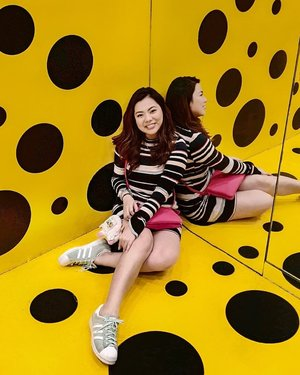 Black and yellow 💛🖤 🎶 wiz khalifa bgm 🤣  Finally got to see the Doyenne of Dots Yayoi Kusama up close (as a wax figure) and experienced a mini version of one of her famous mirrored infinity rooms 💛  Posting some shots on my quick HK trip a few weeks ago, before I go on another trip with family this weekend!  #LanKwaiPhy #discoverhongkong #madametussaudshk #madametussauds #clozette #ootd #polkadots #dots #yayoikusama #hk