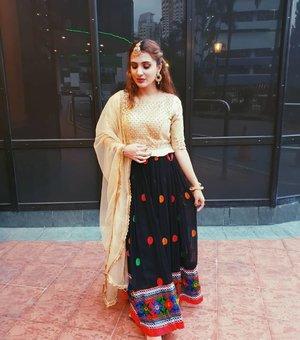 Thursdaze 💫 . . .  #wiwt #clozette #igsg #sgbeauty #sgbeautyblogger #igsgbeauty #discoverunder100k #browngirlbloggers #whatiwore #punjabisuit #dailygirlsfeed #peachyqueenblog #livetinted #browngirls #woc #browngirlmagic #indianbeautyblogger #desifashion #fashiongram #alohababe #lookbooksg #instastyle #punjabi