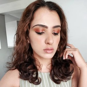 Inspired by @kimkardashian wet glam look from the Met Gala, I decided to opt for a soft wash of copper bronze (@morphebrushes x @jaclynhill palette) all over the lids. The champagne in the inner corner helped to pull the look together! Finished off with a muted pink liquid lipstick from @marcjacobsbeauty, in Slow Burn. 💋 . . .  #wakeupandmakeup #clozette #igsg #sgbeauty #sgbeautyblogger #igsgbeauty #discoverunder100k #eyeshadow #morphexjaclynhill #browngirlswhoblog #dailygirlsfeed #peachyqueenblog #livetinted #browngirlmagic #browngirlmakeup #motd #sgmua #browngirlbloggers #desimakeup #morphe #indiebeauty #birthdayglam