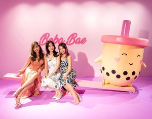 After all that BBT, we're still lighter than that chubby boba doll 🤣🤣 Have you dropped by Southeast Asia's first immersive bubble tea wonderland?! @thebubbleteafactory.co #tbtfsg