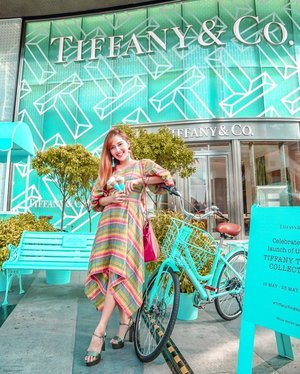 Missing those delicious blooming rose ice cream🍦 from @tiffanyandco's pop up cart! Back from Japan 🇯🇵 and can't wait to jet off again! ✈️😅🤣👗: @madthreadlife / 📸: @estherksz