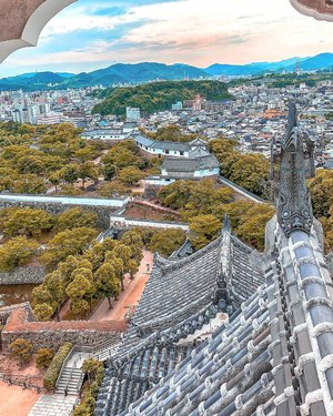 My chosen view from inside the Himeji Castle 🏰 (姫路城 Himeji-jō): a time of deep reflections and new state of mind.  #Japan  #HimejiCastle  #姫路城