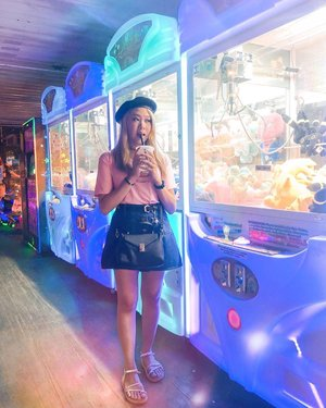 Sometimes I look like I'm underage and I don't care 🤷🏻‍♀️ 📷: @carerynn ❤️ #NicoleYieOOTD #clozette #clawmachine