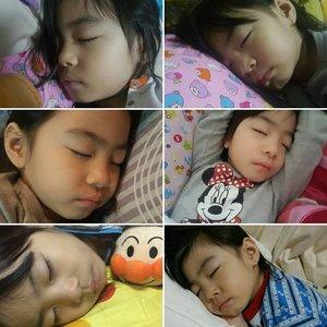 I'm addicted in taking #emiliebaby sleeping shot!#2monstertanstory #emiliegirl #kelynnstory #clozette # #sgblogs #sgblog #sgbblogger #sgbeautyblogger #bloggers #beautybloggers #sleepingphotos #pleaseenlightenme