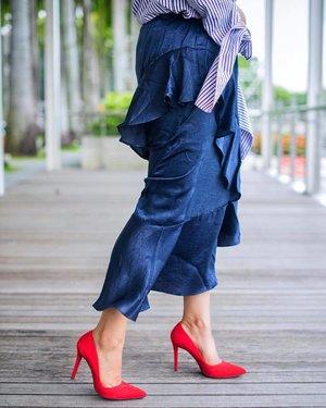 The perfect skirt @pomelofashion to create the 💃 moment 😍✨ . . . . . . . . . . . . #trypomelo #pomelofashion #mypomelo #💃 #stylexstyle #stylemacarons #fwis #styleinspo #ootdwatch #fashionaddict #chicstyle #thatsdarling #realoutfitgram #sgbloggers #sgfashion #lovelysquares #clozette #prettylittleiiinspo #styleblogger #chictopia