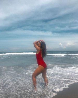 Splish splash 🌊  #clozette #clozetteco #stylesurgeryblog #bloggersph #swimwear #beach #swimsuit #travel #launion #urbiztondo #exploreph #philippines