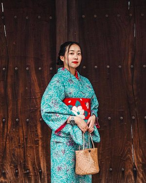 K I M O N O 🎎🎀😍🇯🇵 | Had a fantastic time dolling up in my chosen colour combo and shuffling around Shinsaibashi w my travel buddy, Larry. Can't really decide which traditional outfit I like more... this or the hanbok. All I know is that I felt extra expensive lol so here's me portraying a mamasan. Fierce. 🤭 . . . . #ootd #clozette #coordinatesoffrisbee #lookbook #lookbooksg #igers #igsg #sgblogger #fashionblogger #igjp #christyinnippon 📷: @lkzx @lklenswork