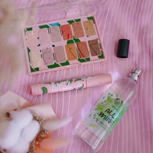 Stay in Saturday playing with the New everyday make-up essentials and fragrance by The Body Shop. 💚  More details on my blog (#linkinbio) soon. . . . @thebodyshopmalaysia #MyFragranceMyChoice #TheBodyShopMalaysia #RaneBeauty #Clozette #Color #play #flatlay #Makeup #makeuplife #makeuptime #Perfume #Perfumeaddict