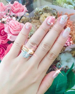fave rings for a lifetime 🥰 (💅🏼: @thenailpixie, who never fail to amaze me with their latest devices and technology of dealing with nails. love how detailed and how much extent they will go in taking care and making sure your nails looks healthy and pretty 💗) ::: #HoPehlyeverafter #clozette #nails #nailart #bridalnails #manicure