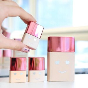 Benefit is releasing a brand new foundation!.'Hello Happy' is described as a light-medium coverage foundation, with a soft-blur formula to hide imperfections, without hiding your skin ✨.Look at how cute it is! Comes in mother and baby size ☺️.#Benefit #HelloHappy #foundation #newrelease #clozette