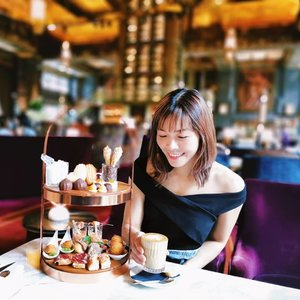 Drenched in edible happiness 💕  P.S. That cappuccino was en pointe!  #sipandsnap #pomelofall19 @pomelofashion #xinlieats #clozette #atlasbar #atlas #atlasbarsg #sgfoodies #atlasbarsingapore #hightea #saturdate #afternoontea #singapore #visitsingapore #whati8todaysg #whati8today #coffee #coffeesg #シンガポール #シンガポール旅行 #新加坡