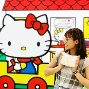 Hello Kitty Bags OOS? It's okay, I am happy taking photos with my favourite Hello Kitty! 💕 Have you taken yours? 😍  And also carrying my Hello Kitty pouch that @jasho86 brought back for me from Japan 😻  #シンリ❤ハローキティ #lesportsac #singapore #キティちゃん #ハローキティ #hellokitty#kittyaddict#hellokittylover#hellokittycollector#hellokittyjunkie#hellokittyfriends#hellokittyfan#hellokittylove#凱蒂貓#凱蒂貓控 #キティ #hellokittygang#hellokittycollection#hellokittyworld#hellokitttyfans#hellokittylovers#hellokittyfanatic#lovehellokitty#hellokittymania#hellokittyobsession#hellokittyobsessed#hellokittylove#hellokittyeverything#hellokittyforever#hellokitty hugs #clozette