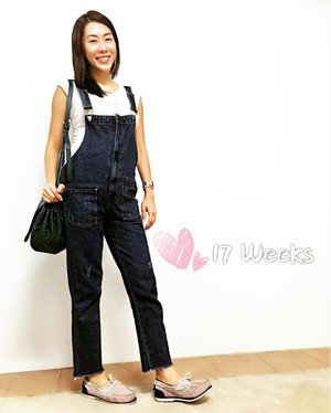 Bringing on the casual look for the weekends: Denim overalls + suede boatshoes!  #OOTD #royun #nightout #17weeks #Clozette
