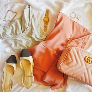 Starting the first day of 2019 right in wearing Pantone 16-456 Living Coral 💖 - I personally love this color, and as I made my way to the minimalism movement this year, I think there'll be more mixed up colors with Pantone, black and gray 🤗 I mean, duhh, it's the color of the year I can't find any excuse why I shouldn't wear it 🎇 - A little hue of pink won't hurt while you're being all minimalistic tho ☻ #clozette