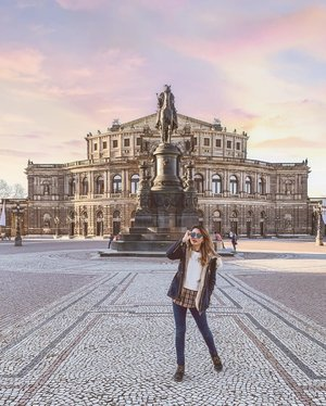 Dresden you are captivating. This picturesque city rich in art treasures, history and legend was the cherry on top of my Europe trip. 🏛 . #ParadeofOOTD #ParadeofAdventures #visitsaxony #saxony #dresden #dresdencity #zwinger #zwingerpalace #dresdengram #dresdenaltstadt #clozette