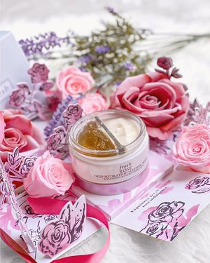 """Bedtime routine looking all rosy because of @freshbeauty Rose Deep Hydration Sleeping Mask. 🌹 Well-hydrated and restful-looking skin begins with 2 steps! 1️⃣ Cooling gel essence replenishes moisture with a blend of rosewater, damask rose extract and hyaluronic acid 2️⃣ Silky water-cream mask locks all that moisture up with time-release technology . Baby smooth skin, here we come! And oh, did I mention that this smells HEAVENLY?! 😍 """"If I die young bury me in satin, lay me down on a bed of #FRESHBeauty Rose Deep Hydration Sleeping Mask!"""" #clozette #FreshLoveSG #skincare"""