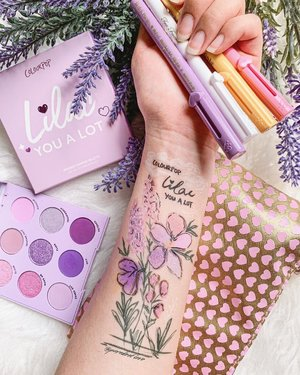 """Happiness blooms from within."" 💐 Doing what I love most makes me happy, and that is focusing my energy on #ParadeofSwatches. Here's a bouquet of happiness for you using the @colourpopcosmetics Lilac You A Lot Palette and the @toofaced Sketch Marker Liquid Eyeliners! They're my favourite for #swatchart. 💗💜🤍 #colourpopcosmetics #toofaced #clozette"