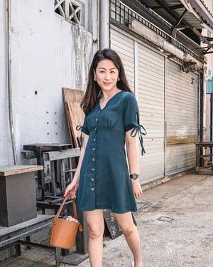 Weekends with @shopsassydream! The Braylee Dress made a comeback in new colours and I couldn't help but bag home the forest green one. It's such a flattering and feminine silhouette. 💚 #ParadeofOOTD #ssdgirl #shopsassydream #clozette