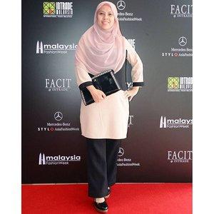 Malaysia Fashion Week 2015  Blouse  @zaloramy  Shawl @einstyle.co  wedges by charles and keith  clutch : ibu mertuaku punya.  #fashion #myfw2015 #zalora #zaloramy #clozette  #starclozetter  #blogger #media #fashionblogger #muslimah #hijab #muslimahhijab #love