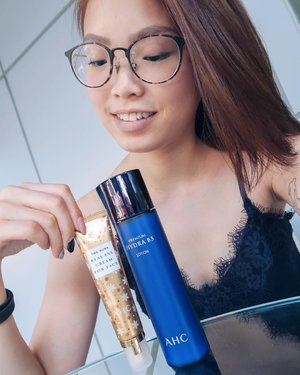 This new year I'm embarking on a journey to achieve that highly sought after Korean glow and glass-like skin. You can too because @ahcbeautysg has finally hit our shores! Psst! That gold tube I'm holding, one is sold every 2 seconds in Korea! 😱🙆🏻‍♀️💖 #clozette #AHCbeauty #AHCMySecretYourSecret #AHCKoreanAestheticBeauty