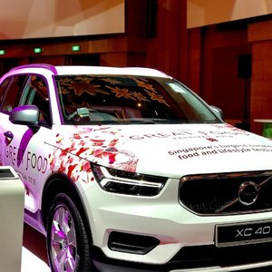 My new car hahaha I wish. Admiring the new Volvo XC40 displayed in the The Great Food Festival 2018. #volvoxtgff #tgff2018 #clozette