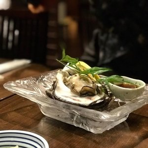 This massive oyster  I ate in Kanazawa will remain in my memory for a long long time . Fresh, succulent and so fresh it only needs a light dip of yuzu daikon soya sauce to compliment the taste. Another stand out item on the menu is a grilled onigiri in a fish broth, the stock done fresh every morning with bonito, mirin, sake and a little wasabi. #kanazawa #clozette