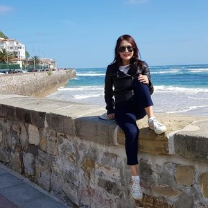 Back home for 2 days and already missing San Sebastián- the glorious spring weather, spectacular beaches, to die for pinxtos and how good I look in my #massimodutti leather jacket 😜#massimoduttisingapore #clozette