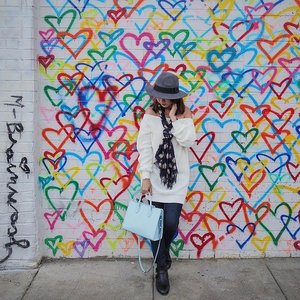 Have I mentioned how much I ❤️💛💚💙💜 colourful walls? * * * #clozette #ootd #unionmarket #mrbrainwash